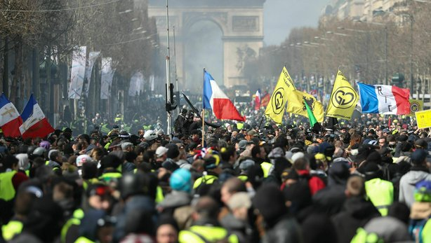 Along with the yellow vests in Paris